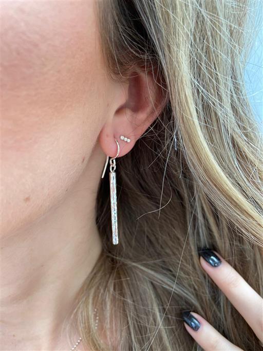 gehamerde oorbellen